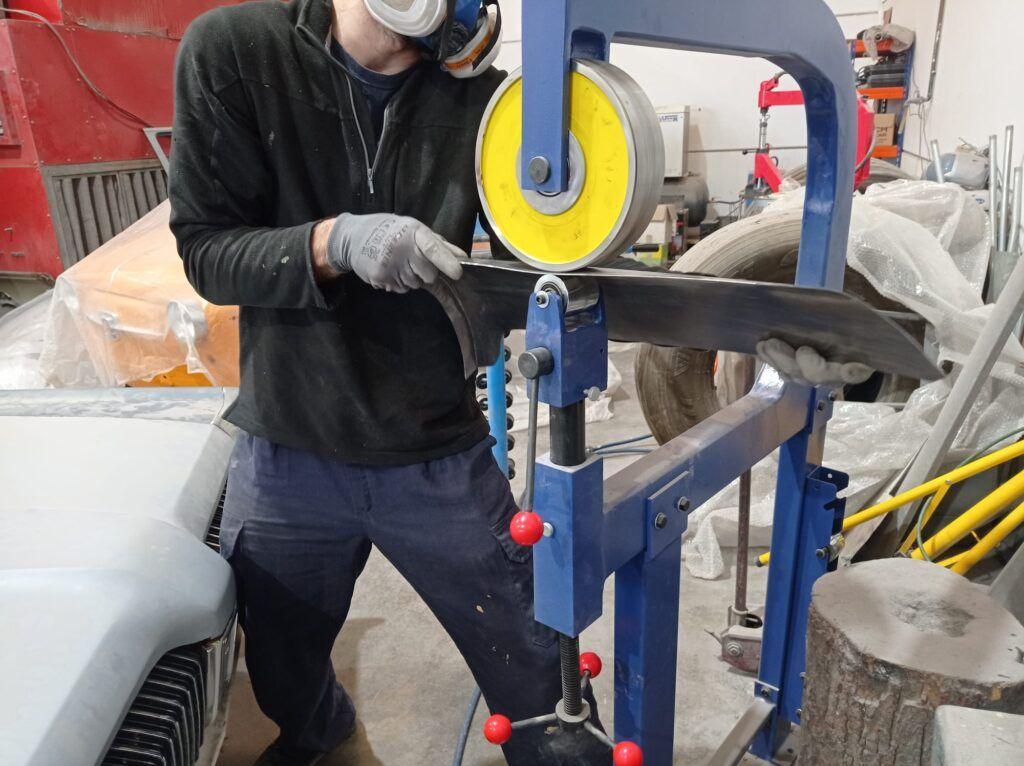 Metal shaping en La Cotxera Classic Garage